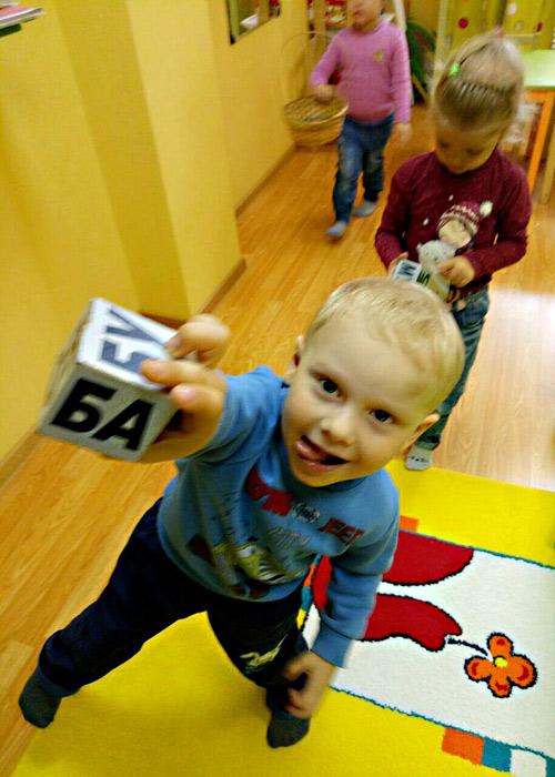 """Учим слоги на занятии в детском центре """"Юла"""""""