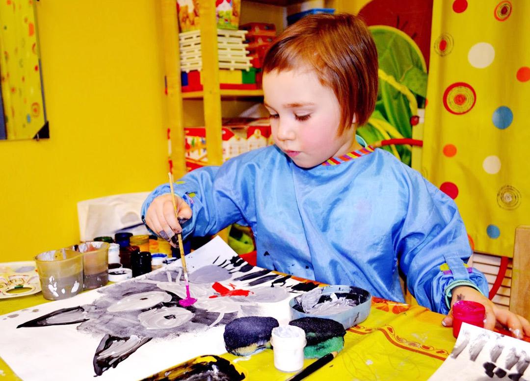 """Фото с занятий живописью для детей в Клубе """"Юла"""""""
